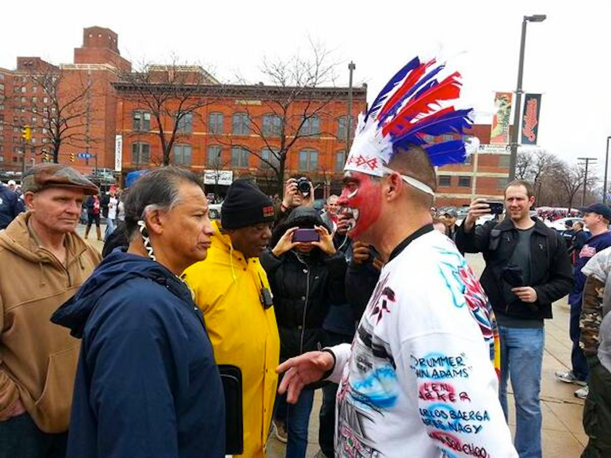 Cleveland-Indians-fan-meets-real-indian